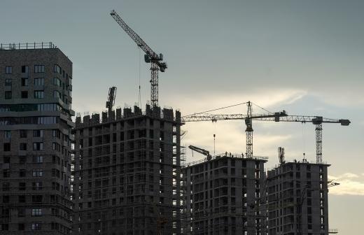 Эксперты объяснили низкие темпы строительства жилья в Москве и Петербурге