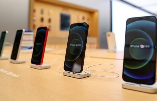 Эксперт назвал причины возгорания смартфонов во время зарядки