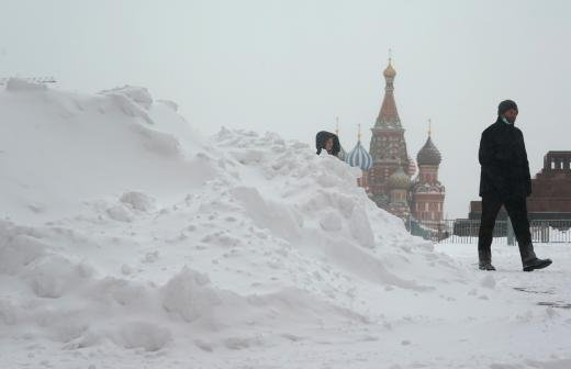Синоптик спрогнозировал срок таяния сугробов в Москве