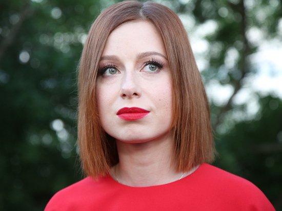 Певица Юлия Савичева сообщила о случившемся выкидыше