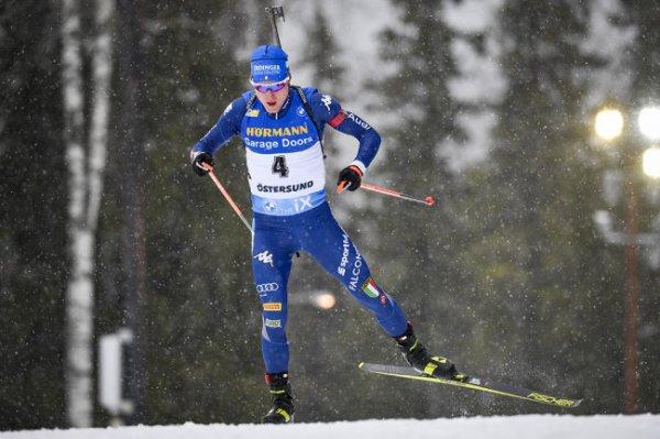 Итальянец Хофер выиграл спринт на этапе КМ по биатлону в Швеции