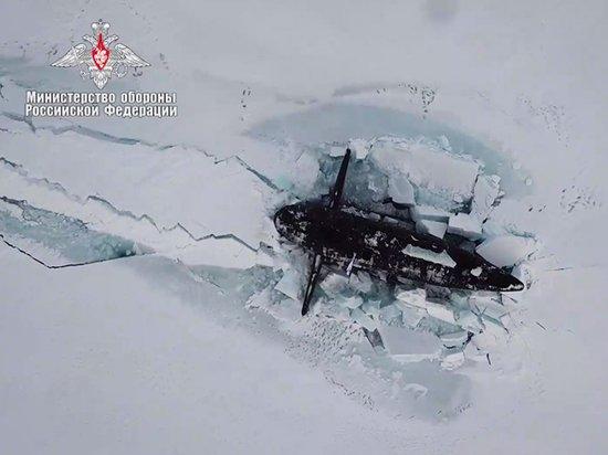 Главком ВМФ доложил Путину о всплытии из-подо льда трех подлодок