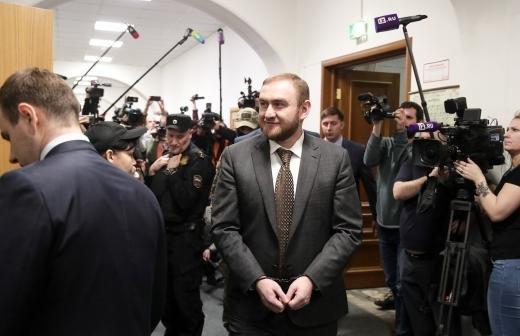 Экс-сенатор Арашуков попросит суд рассмотреть его дело с присяжными
