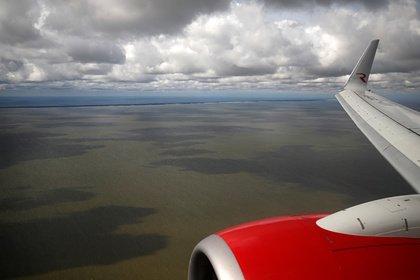 Приготовившийся к аварийной посадке самолет из Москвы благополучно приземлился