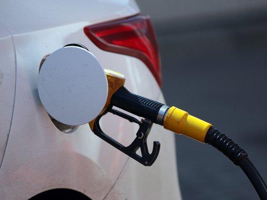 Бензину назначили «справедливую» цену: «Должен стоить на пять рублей дороже»