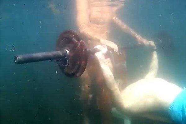 Томич попал в Книгу рекордов Гиннесса за жим штанги под водой