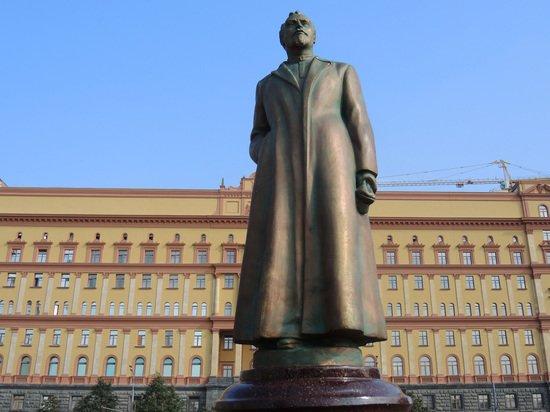 Коммунисты подадут в ФСБ заявление на людей, сносивших памятник Дзержинскому