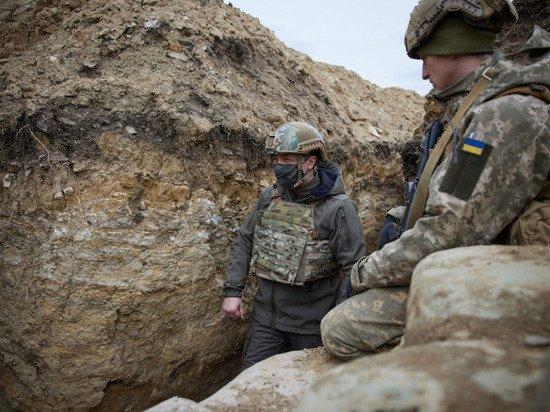 Появились фото Зеленского из окопов в Донбассе