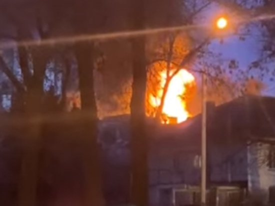 Украину заподозрили в поджоге крупной военной базы в Донецке