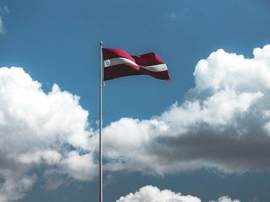 Военного атташе РФ в Латвии обвинили в оскорблении соседей «факами»