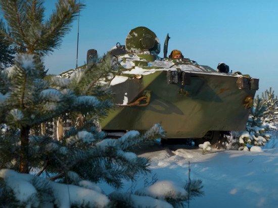 В Британии увидели появление российских БТР с «полосами вторжения» возле Украины