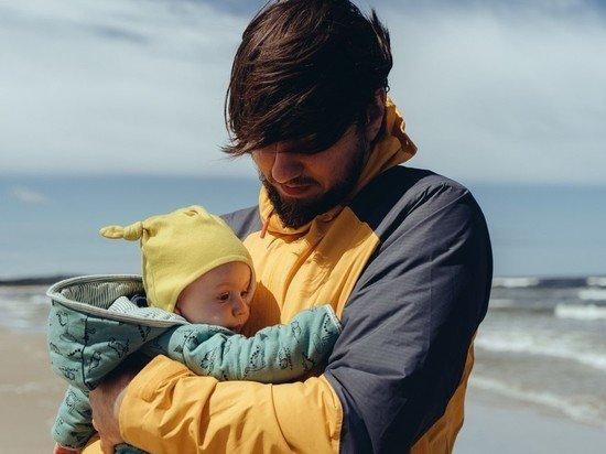 Кабмин отклонил идею о 10-дневном отпуске для молодых отцов