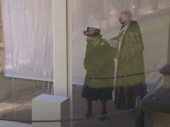 Елизавета II не сдержала слез на прощании с принцем Филиппом