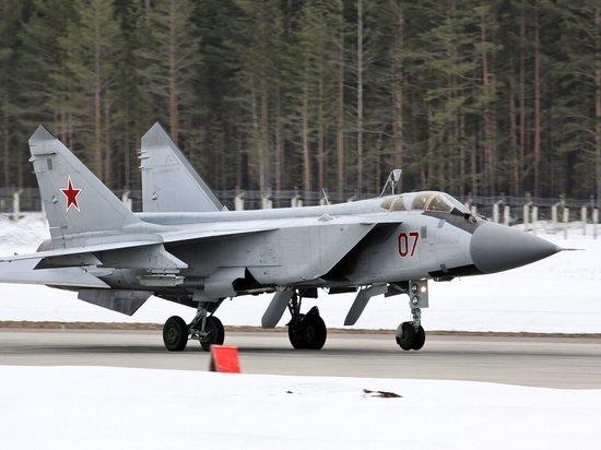 МиГ-31 распознал самолёт-разведчик ВВС США у границ РФ