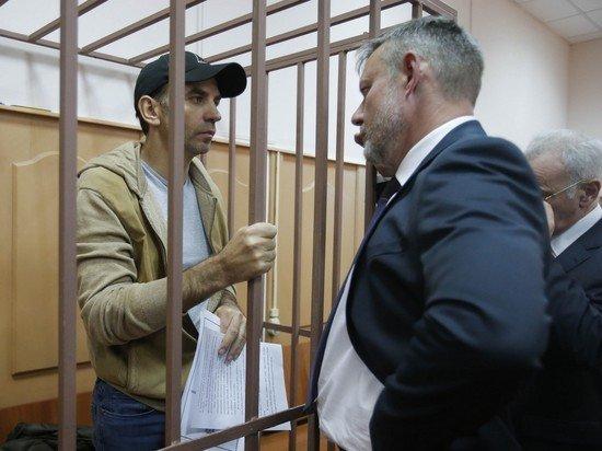 Суду пришлось прервать заседание по жалобе Абызова из-за его состояния