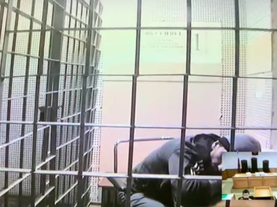 Тяжелобольного Михаила Абызова доставили в суд на носилках