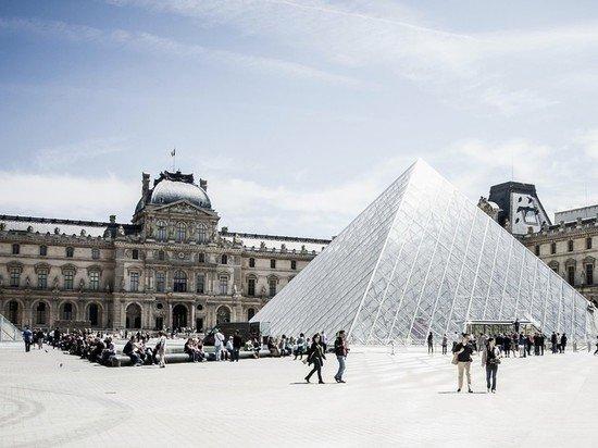 Франция начинает принимать иностранных туристов с 9 июня