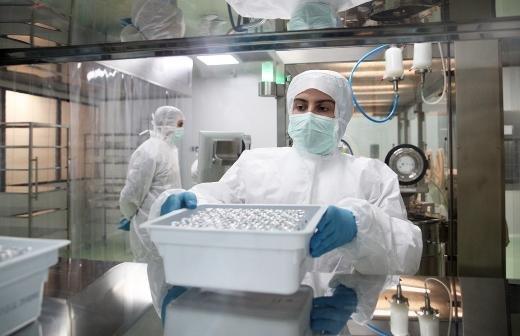 Первые 230 тыс. комплектов «ЭпиВакКороны» направлены в 40 регионов РФ