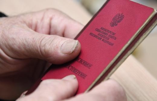 Песков сообщил о статусе решения об индексации пенсий работающим пенсионерам
