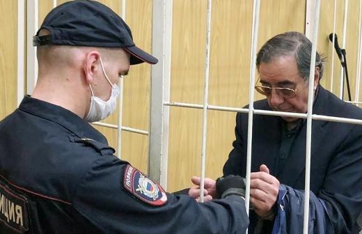 Суд вернул дочери актера Баталова отнятые обманом квартиры
