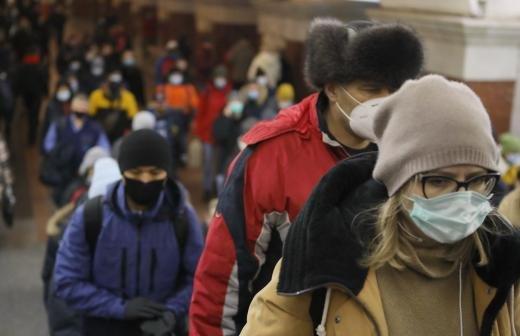 Власти Москвы усилят проверки ношения масок в ТЦ в майские праздники