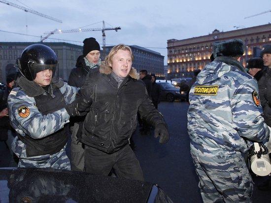 Политолог посоветовал российской оппозиции «смываться» из России из-за «Холодной войны-2»