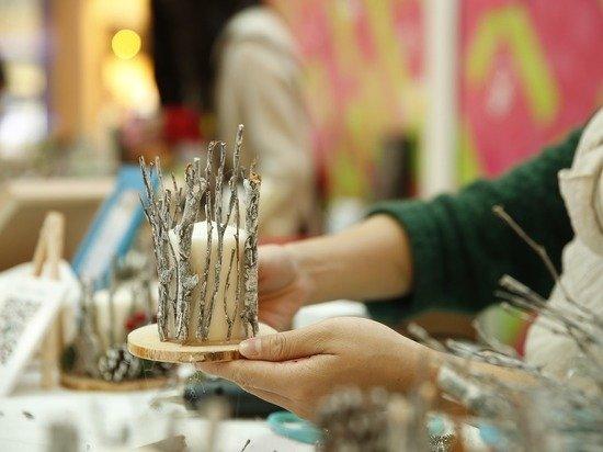 Британка решила зарабатывать изготовлением свечей в форме фаллоса