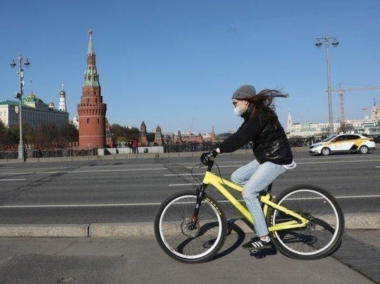 Синоптики рассказали о теплой погоде в Москве в День Победы