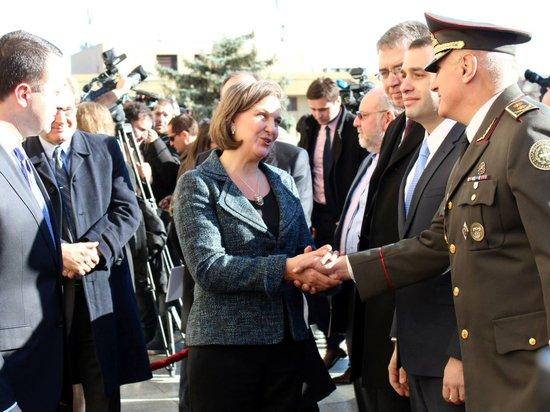 Нуланд собралась посетить Киев вместе с госсекретарём США