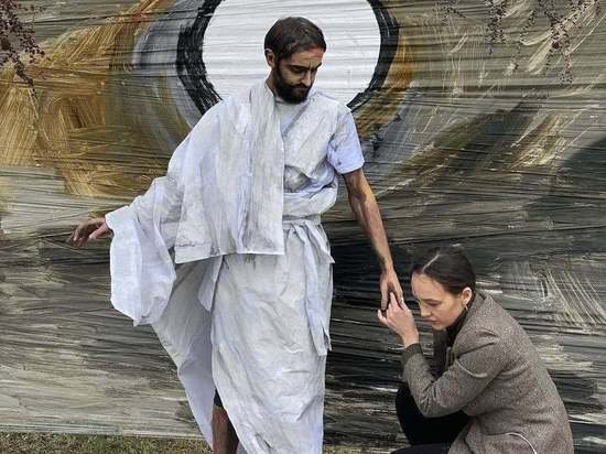 На пасхальный перформанс с Христом верующей художницы пожаловались в полицию