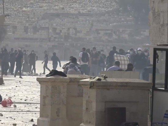Сотни палестинцев пострадали в столкновениях в Иерусалиме