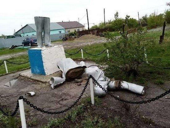 В Саратове памятник Ленину развалился на куски