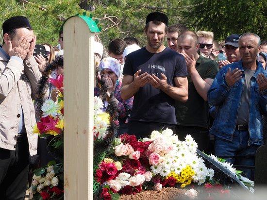 «Процессия растянулась на всю улицу»: убитого Галявиевым школьника хоронили всем миром
