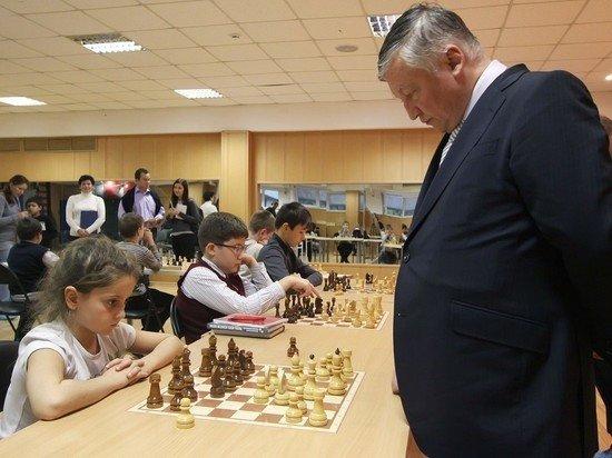 Путин поздравил шахматиста Карпова с 70-летием