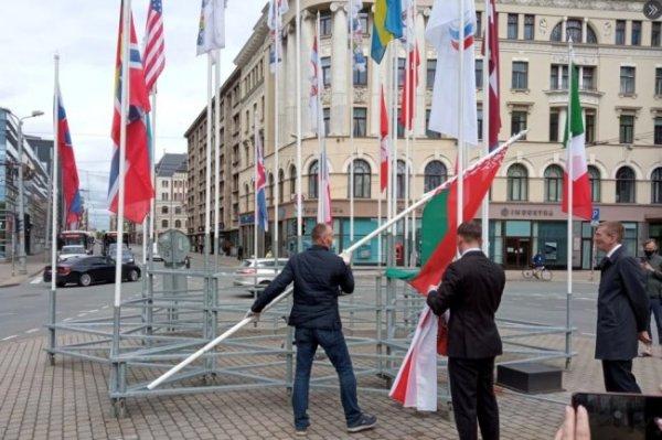 Глава IIHF считает неприемлемой смену флагов РФ и Беларуси на ЧМ в Риге
