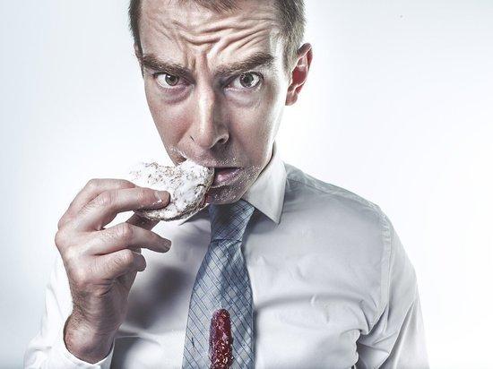 В НИИ питания РАМН научили россиян гасить стресс без переедания