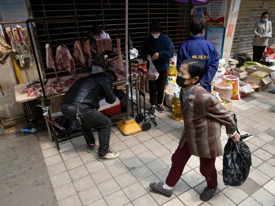 Вирусолог призвал допросить уханьских рыночных торговцев в поисках происхождения коронавируса
