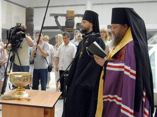 Священник рассказал, какое оружие может освящать церковь