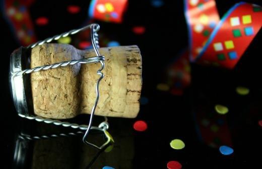Врач перечислил риски злоупотребления алкоголем на майских праздниках