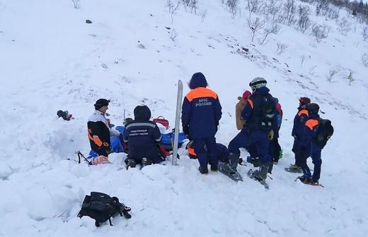 Попавшие под лавину туристы не согласовали свое восхождение с МЧС