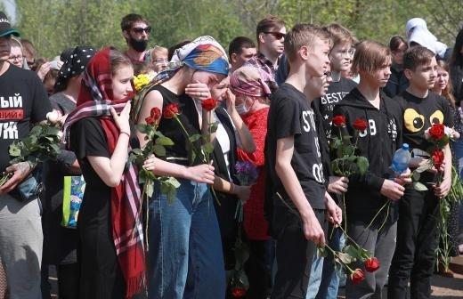 Владелец оружейного магазина рассказал о приобретении ружья стрелявшим в Казани