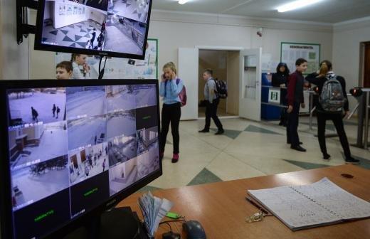 Учащиеся выпускных классов казанской гимназии №175 вернулись к очным занятиям
