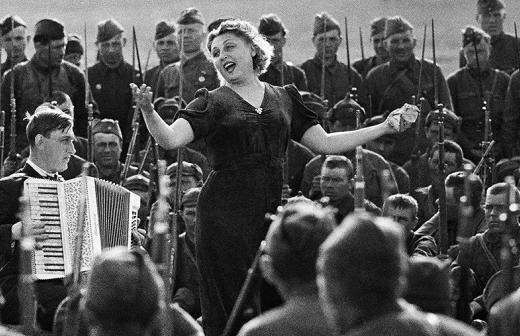 СК возбудил дела о попытках разместить фото нацистов в «Бессмертном полку»