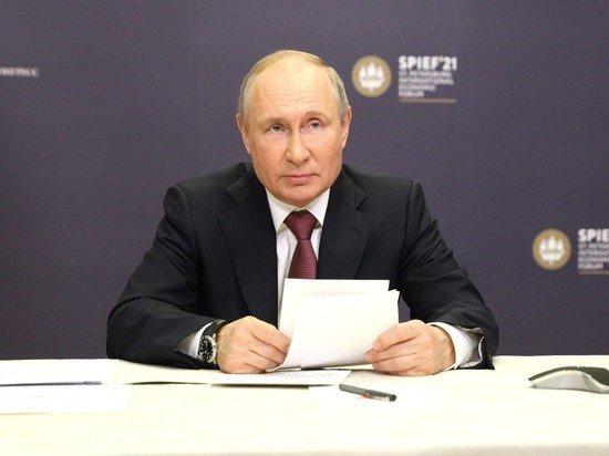 Путин поручил правительству организовать платную вакцинацию иностранцев