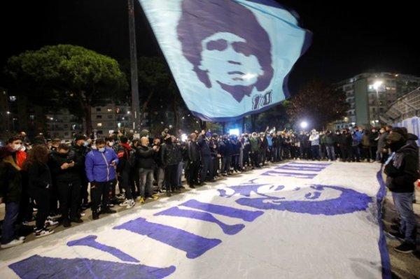 В Аргентине открыли памятник легендарному Марадоне