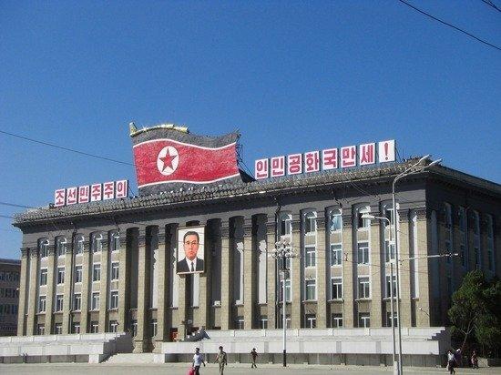 Ким Чен Ын впервые за месяц появился на публике