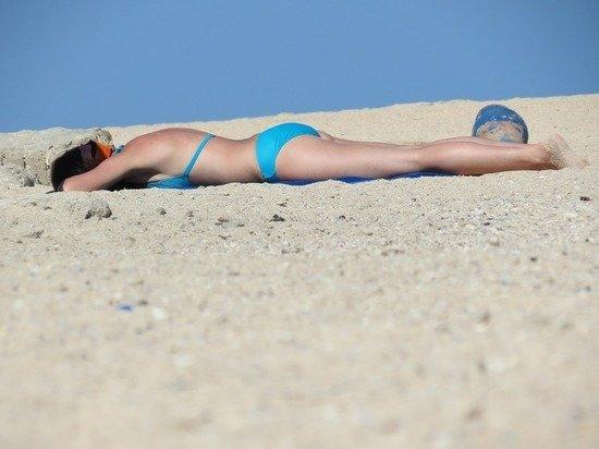 Врач рассказала, можно ли мазать сгоревшую на солнце кожу кефиром