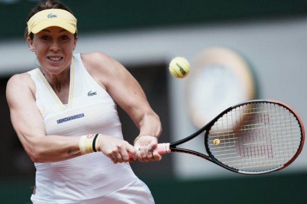 Павлюченкова вышла в четвертьфинал