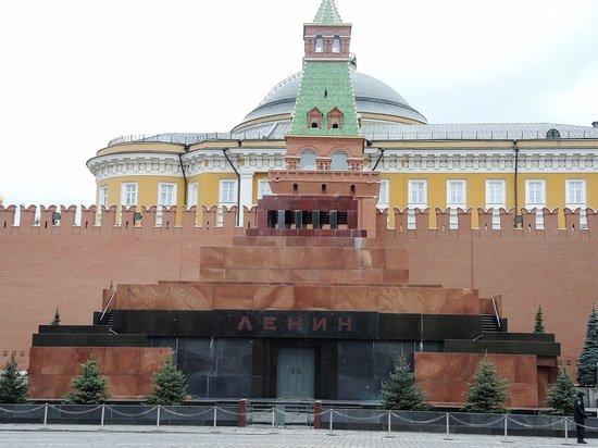 У Мавзолея задержали призывавшего Ленина проснуться мужчину