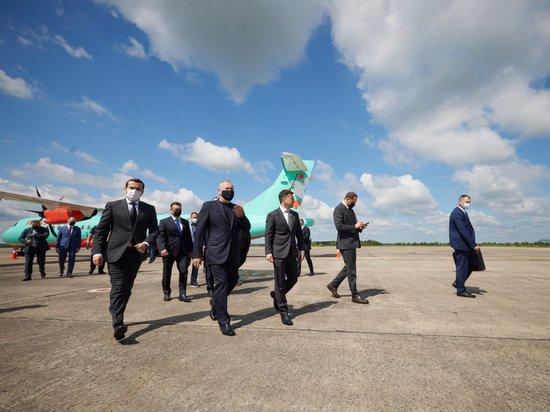 «Рейсовый самолет» с Зеленским встречал почетный караул